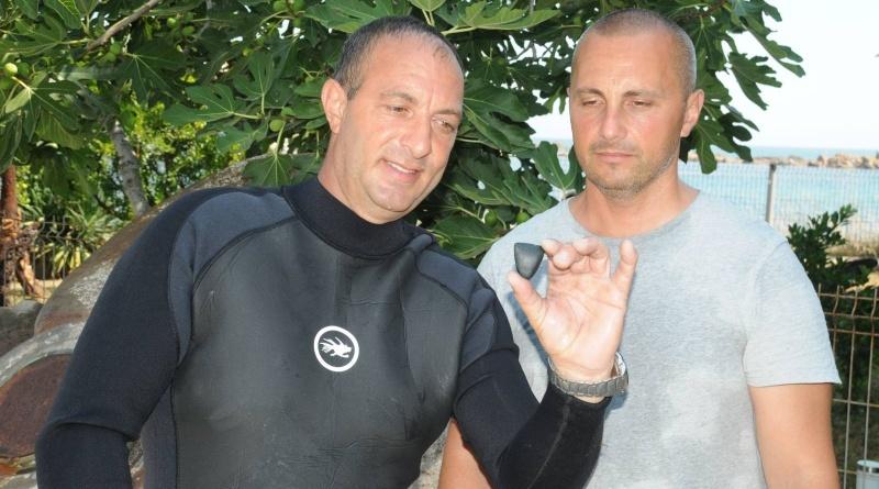 Каменна брадвичка на седем хиляди години откриха в морето край Ахтопол